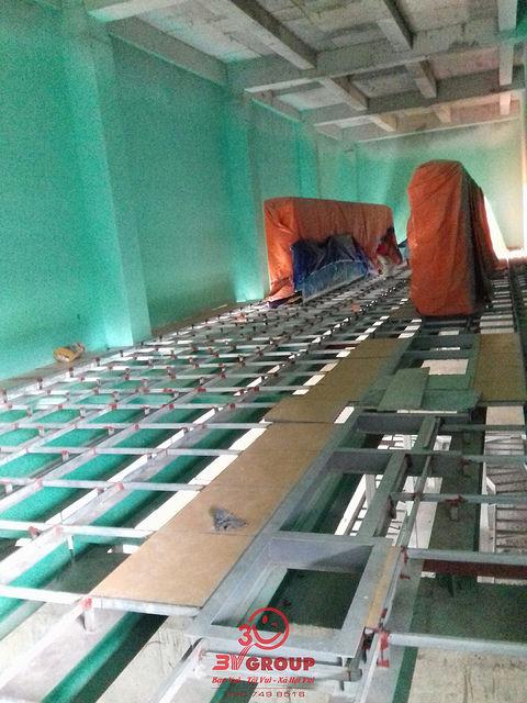 sàn nâng kỹ thuật tại nhà máy giao long bến tre